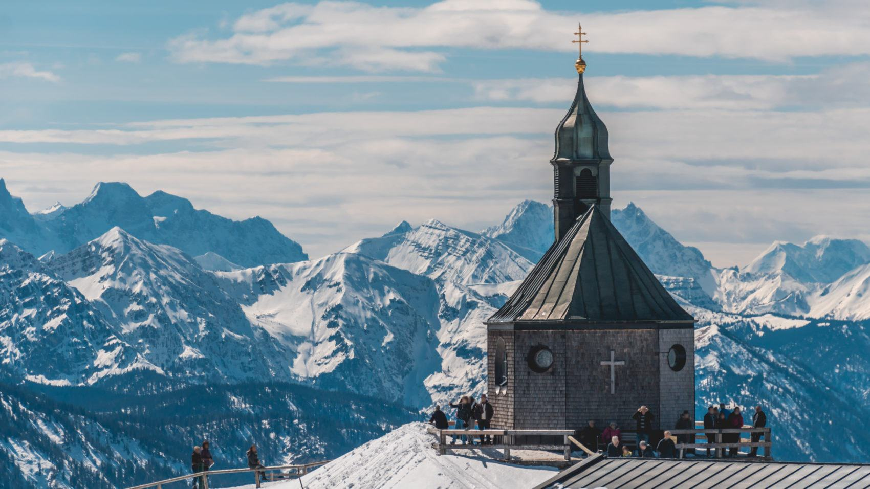 Kerkje op de Wallberg aan de Tegernsee in Beieren