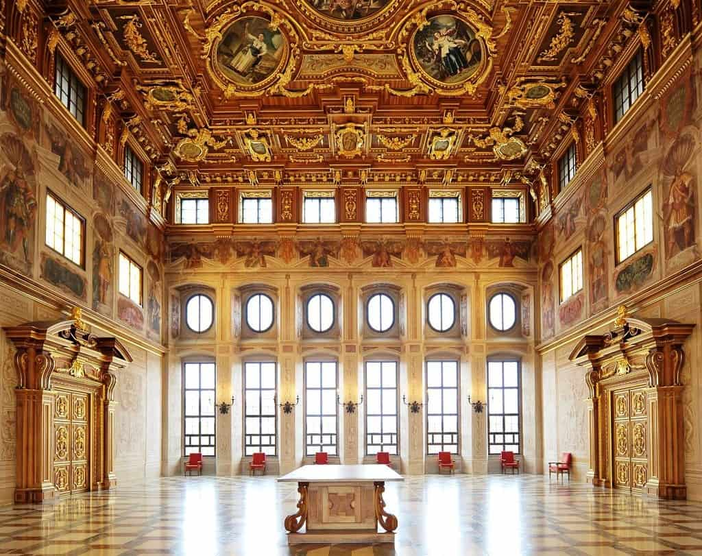 De gouden zaal van het stadhuis in Augsburg