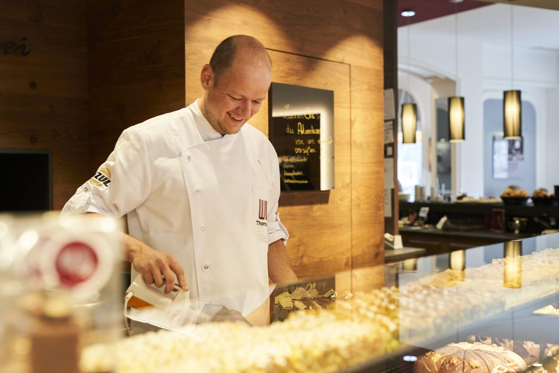 Een bakker en patissier aan het werk bei Café Wild