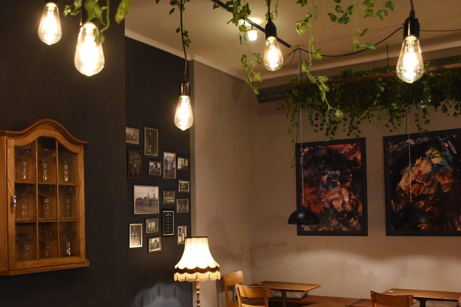Gezellig als een woonkamer is de alcoholvrije bar Zeroliq in Berlijn