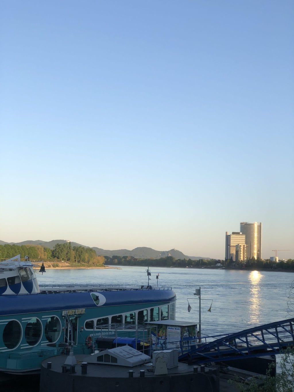 Boot Moby Dick met Post-Tower en Langer Eugen en het zevengebergte