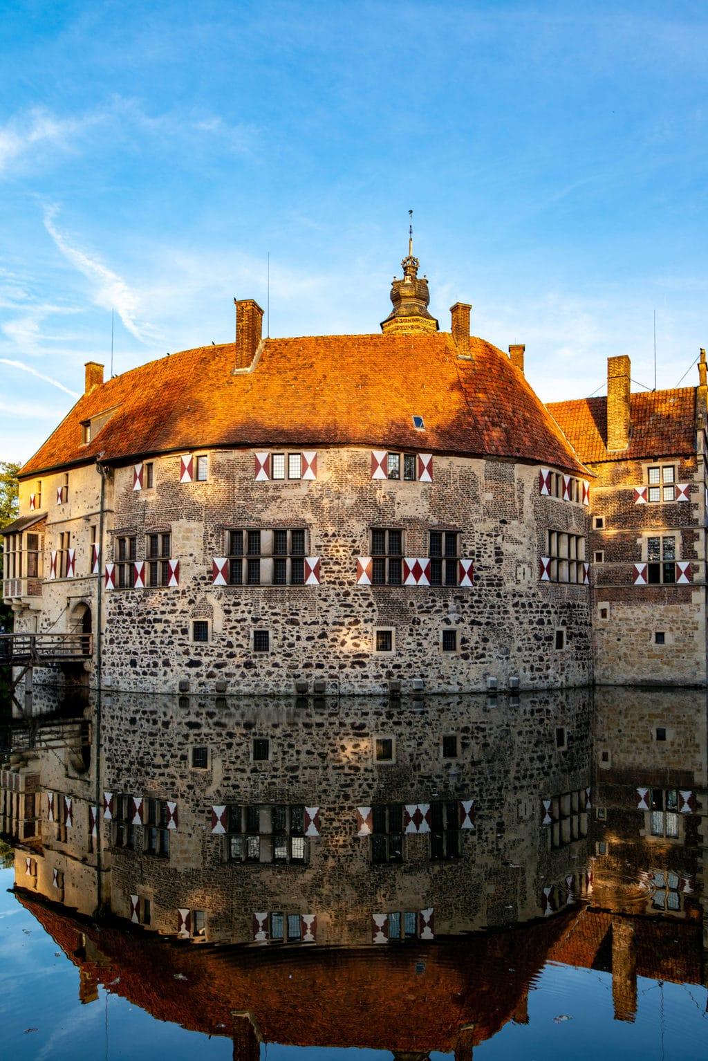 Burg Lüdinghausen bij Vischering is een van de vele waterburchten in Noordrijn-Westfalen