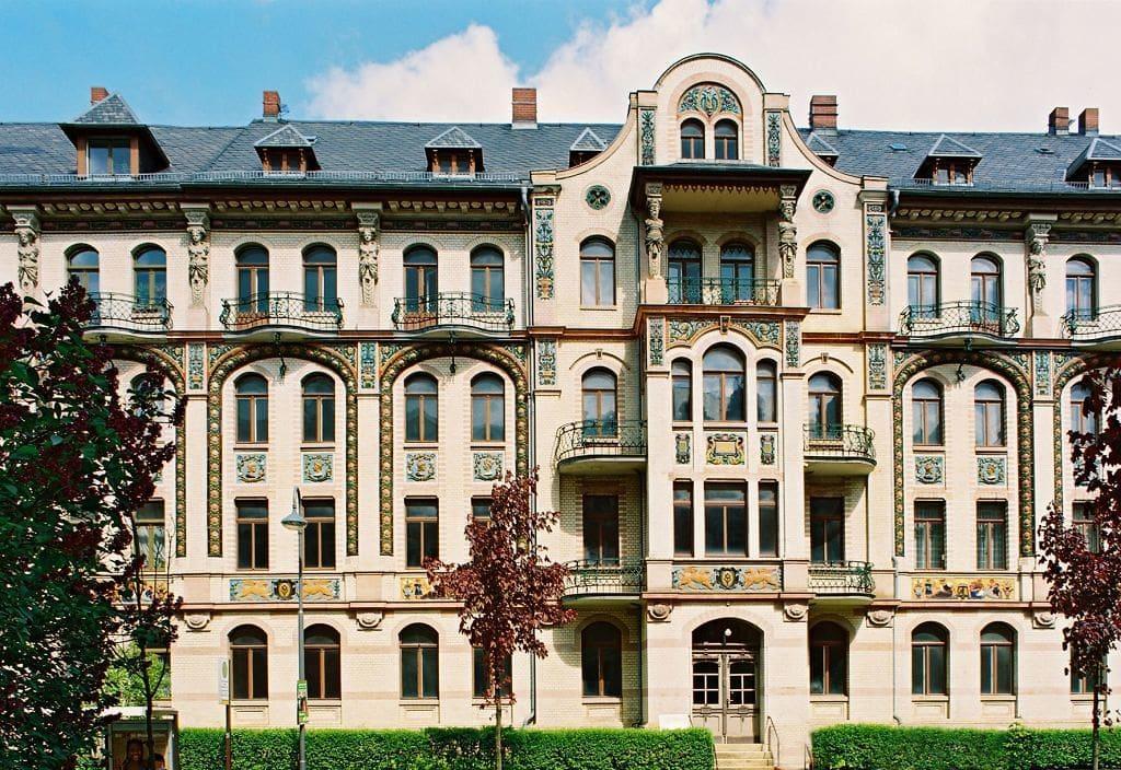 Majolika-Fassade van een Gründerzeithuis in Chemnitz