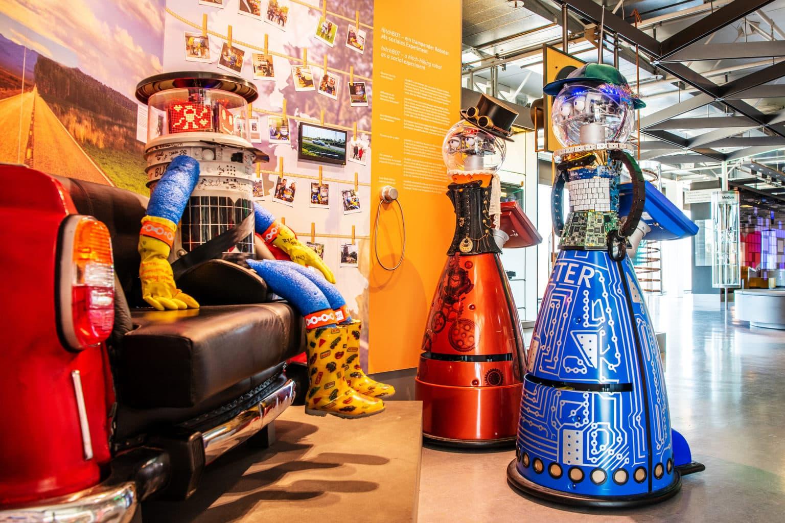 Robots in het computermuseum van Nixdorf in Paderborn
