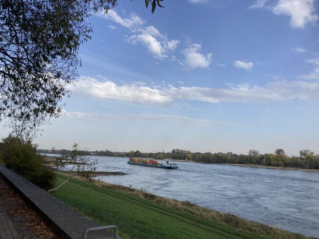 De Rijn bij Zons