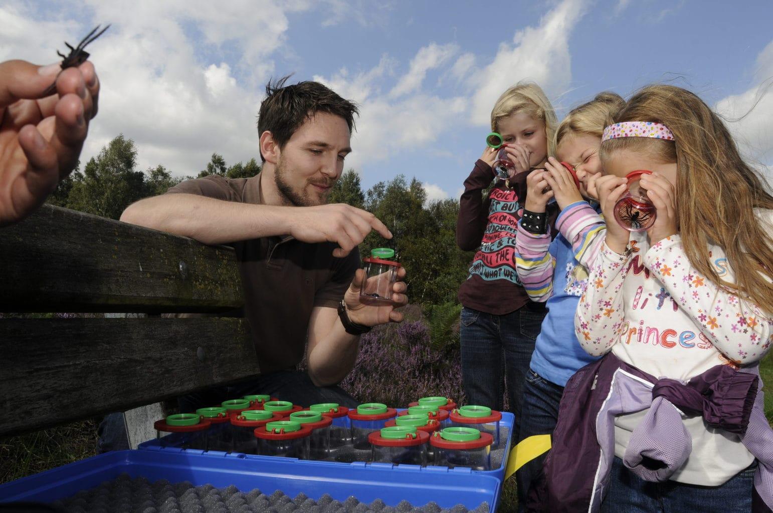Kinderen op ontdekkingstour in het moormuseum in het Duitse Emsland