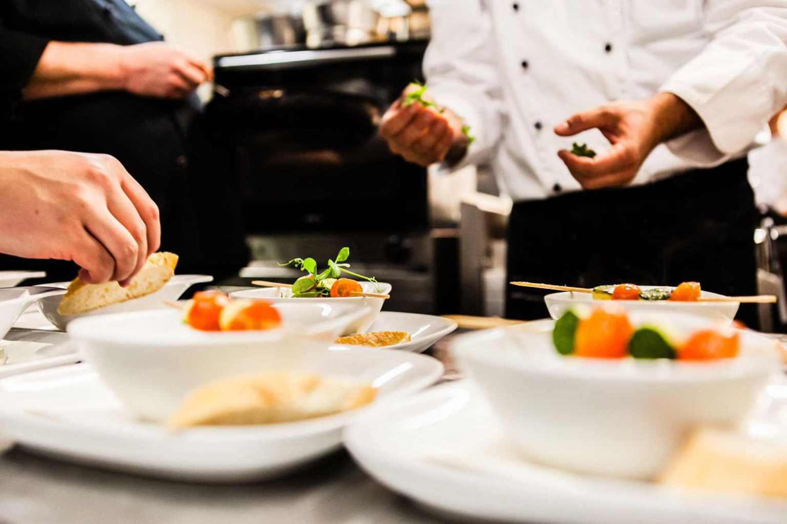 Lekkere gerechten op een bord in Restaurant Rausmühle in het Bergische Land