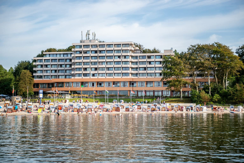 Het hotel Intermar met strandkorfen aan de Oostzee