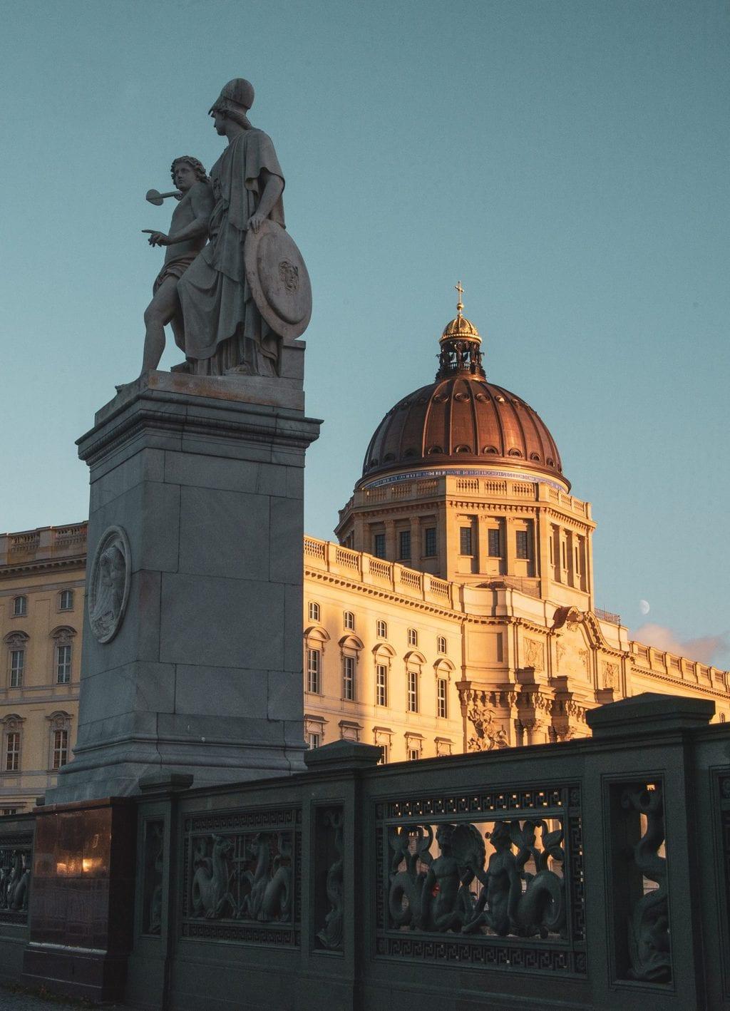 Het nieuwe Stadtschloss van Berlijn of terwijl het Humboldt forum