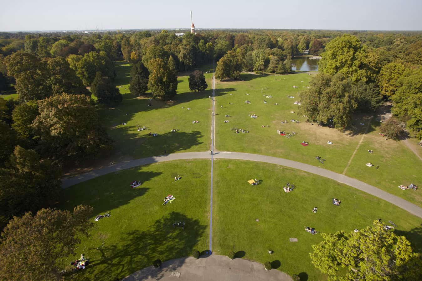 De Schlossgarten of kasteeltuin in Karlsruhe van boven