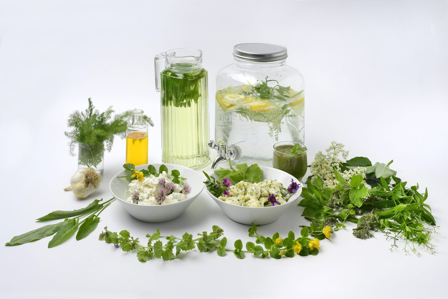 Vers of gedroogd zijn kruiden uit het Thüringer woud een populair geneesmiddel