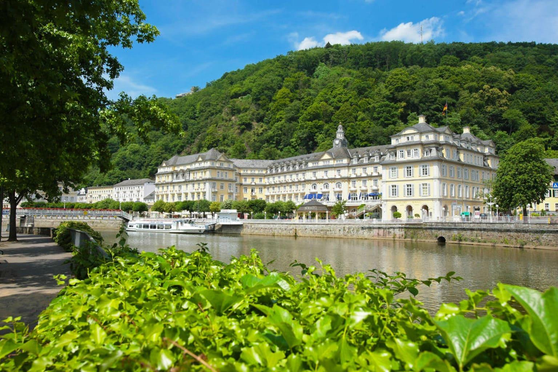 Het kuurhuis van Bad Ems met de rivier Lahn