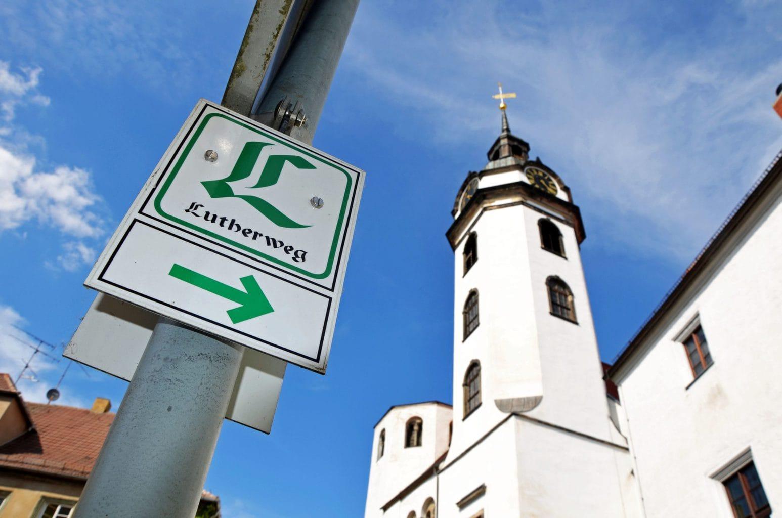 Sein met het Lutherpad in Torgau met kerk St. Marien