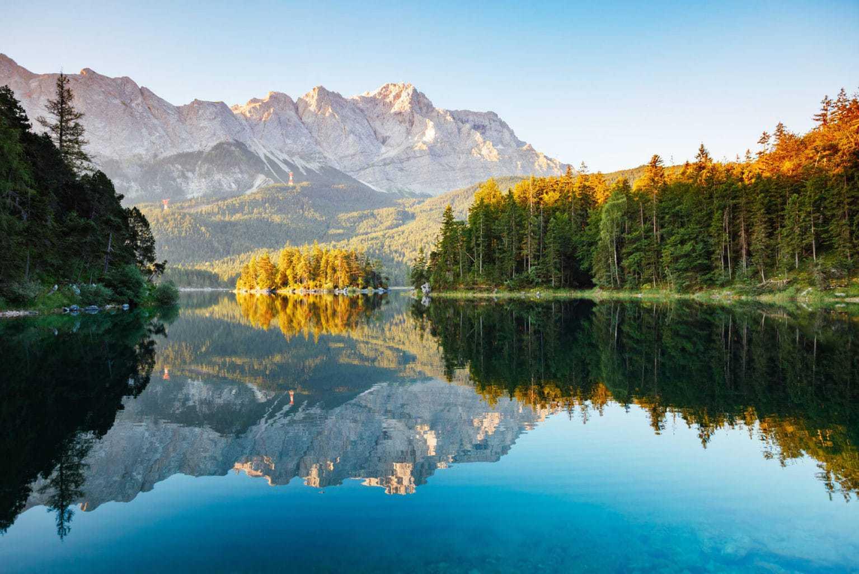 De Eibsee bij Greinau in de Duitse Alpen is een natuurwonder van de eerste orde