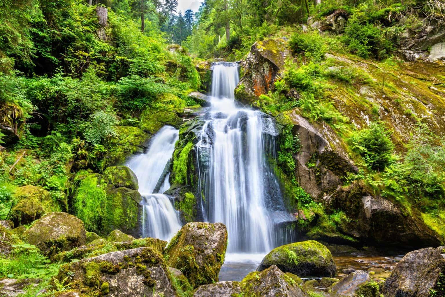 De Triberger Watervallen in het Zwarte Woud behoren tot de natuurwonderen