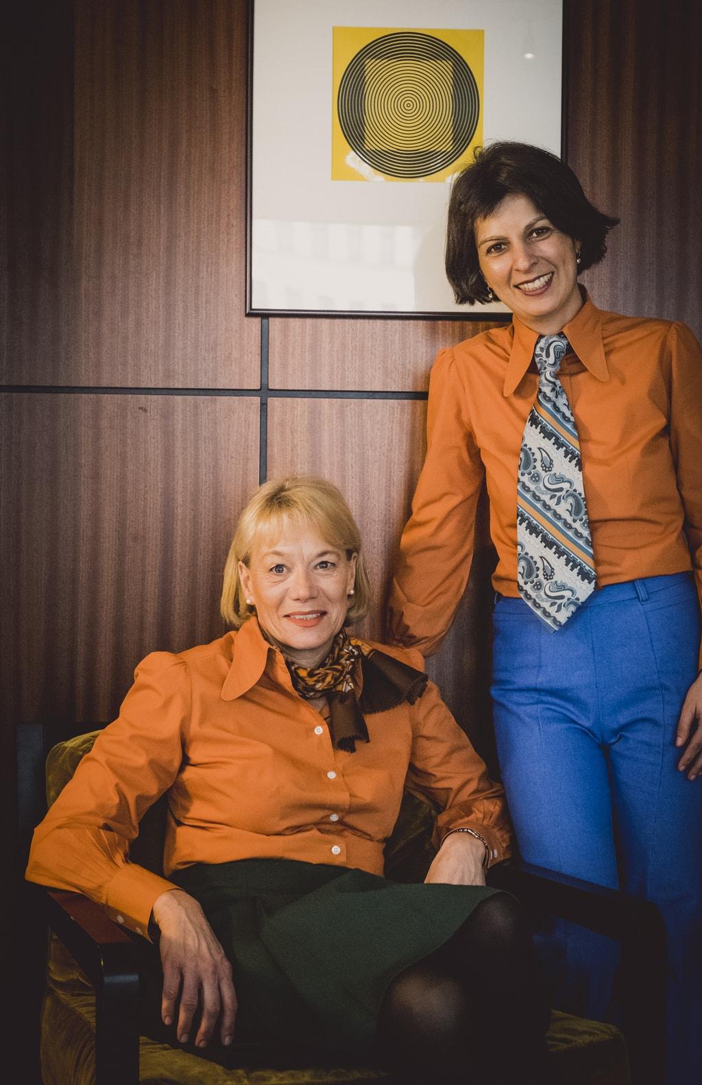 Personeel met unieke retro kleding
