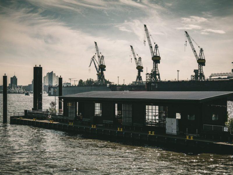 Restaurant Liberté met havenkraans in Hamburg