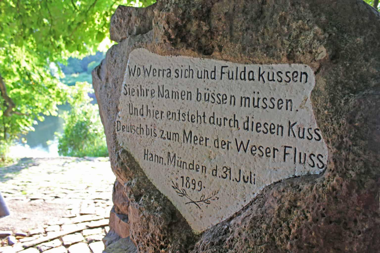 Een gedicht over de rivieren Werra en Fulda op een bord
