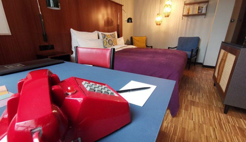 Rode retro-telefoon in Henri Hotel Düsseldorf