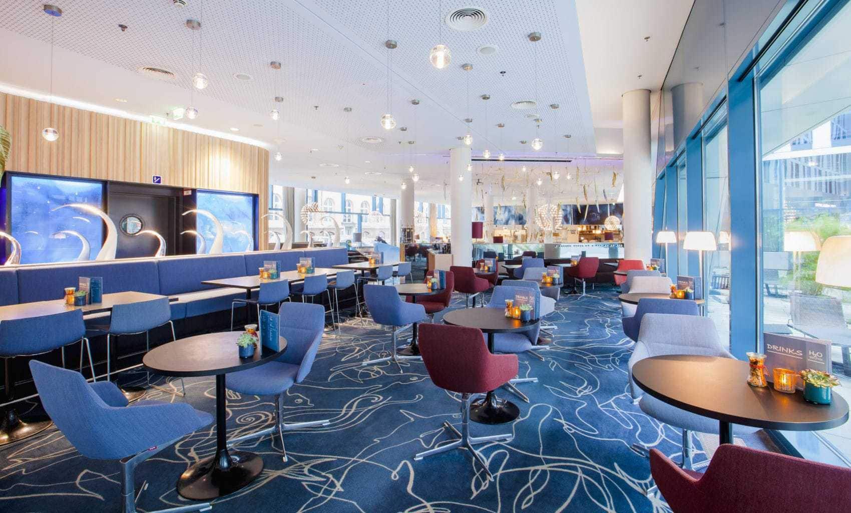 De Bar van Hotel Scandic Emporia in het Duitse Hamburg
