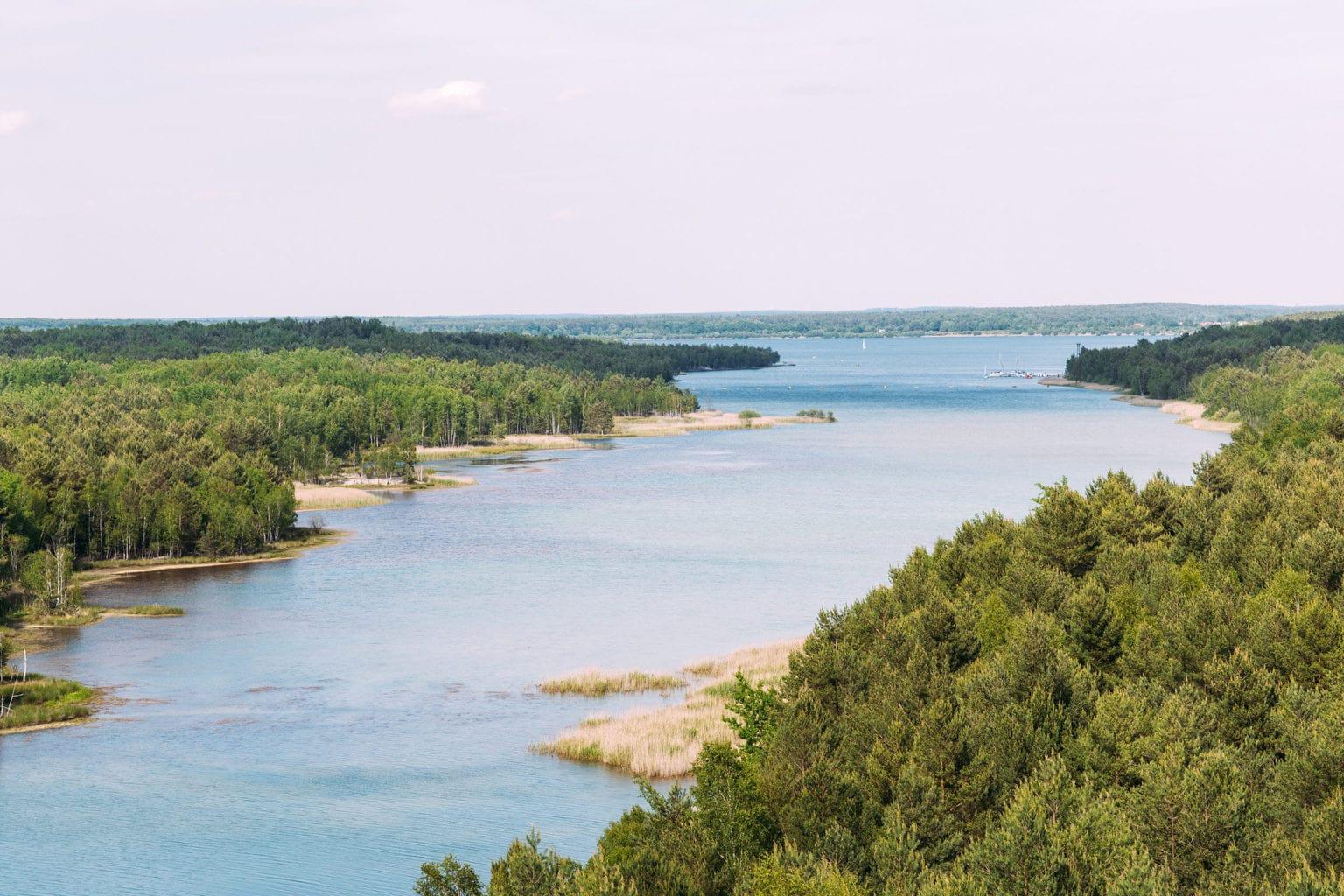 De kunstmatig aangelegde Senftenberger See in het Lausitzer Merenland