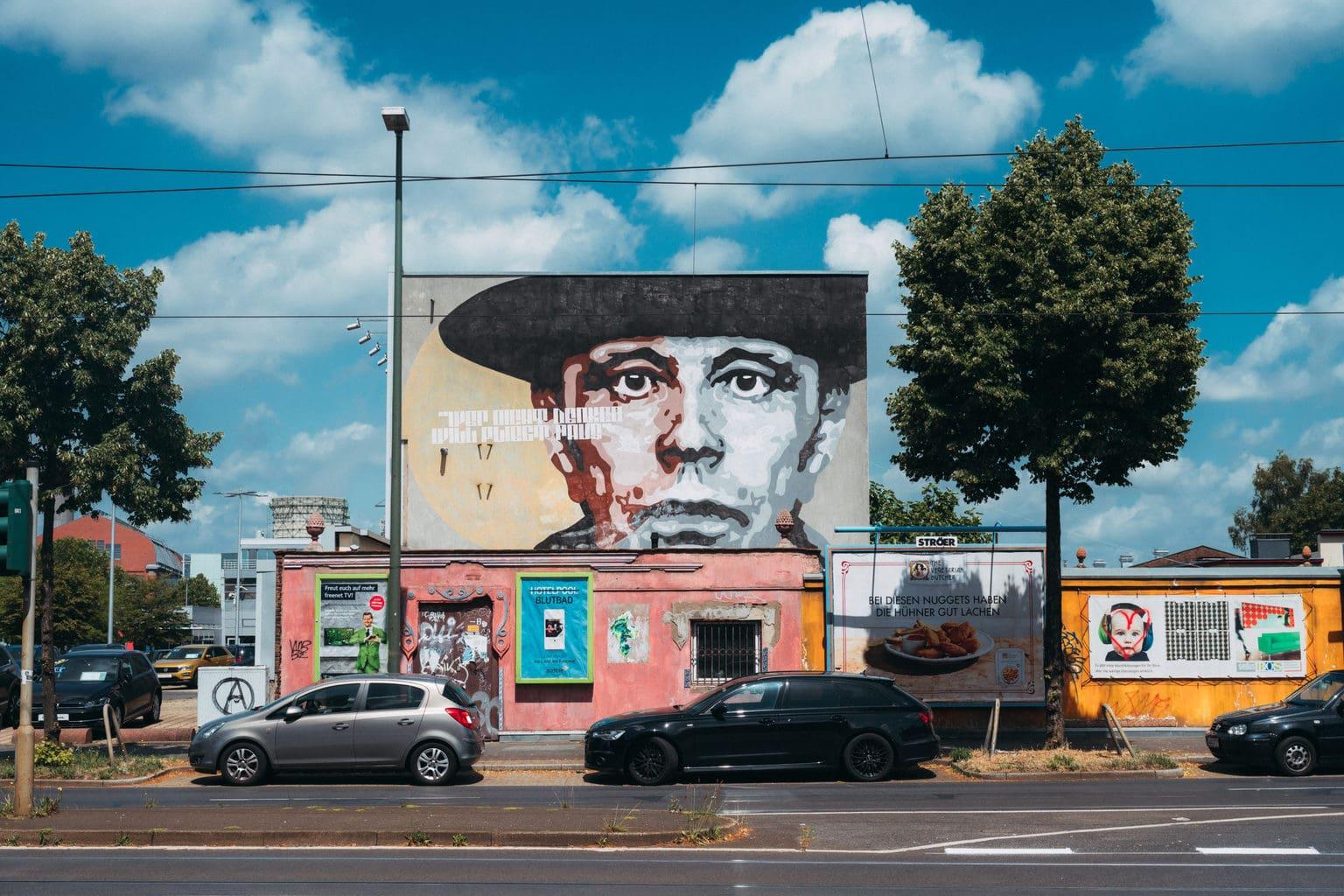 Street Art met het gezicht van kunstenaar Joseph Beuys in Düsseldorf