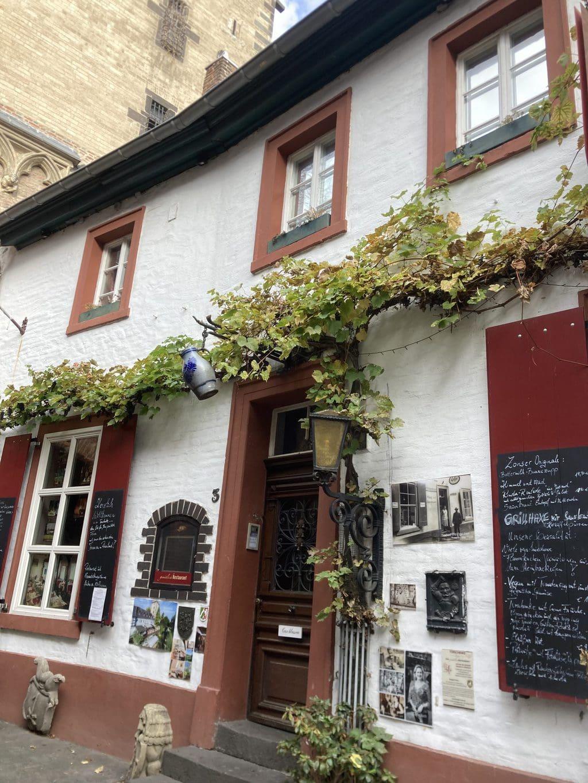 Een van de uitstapjes rondom Keulen lijdt naar Zons am Rhein met leuke restaurants