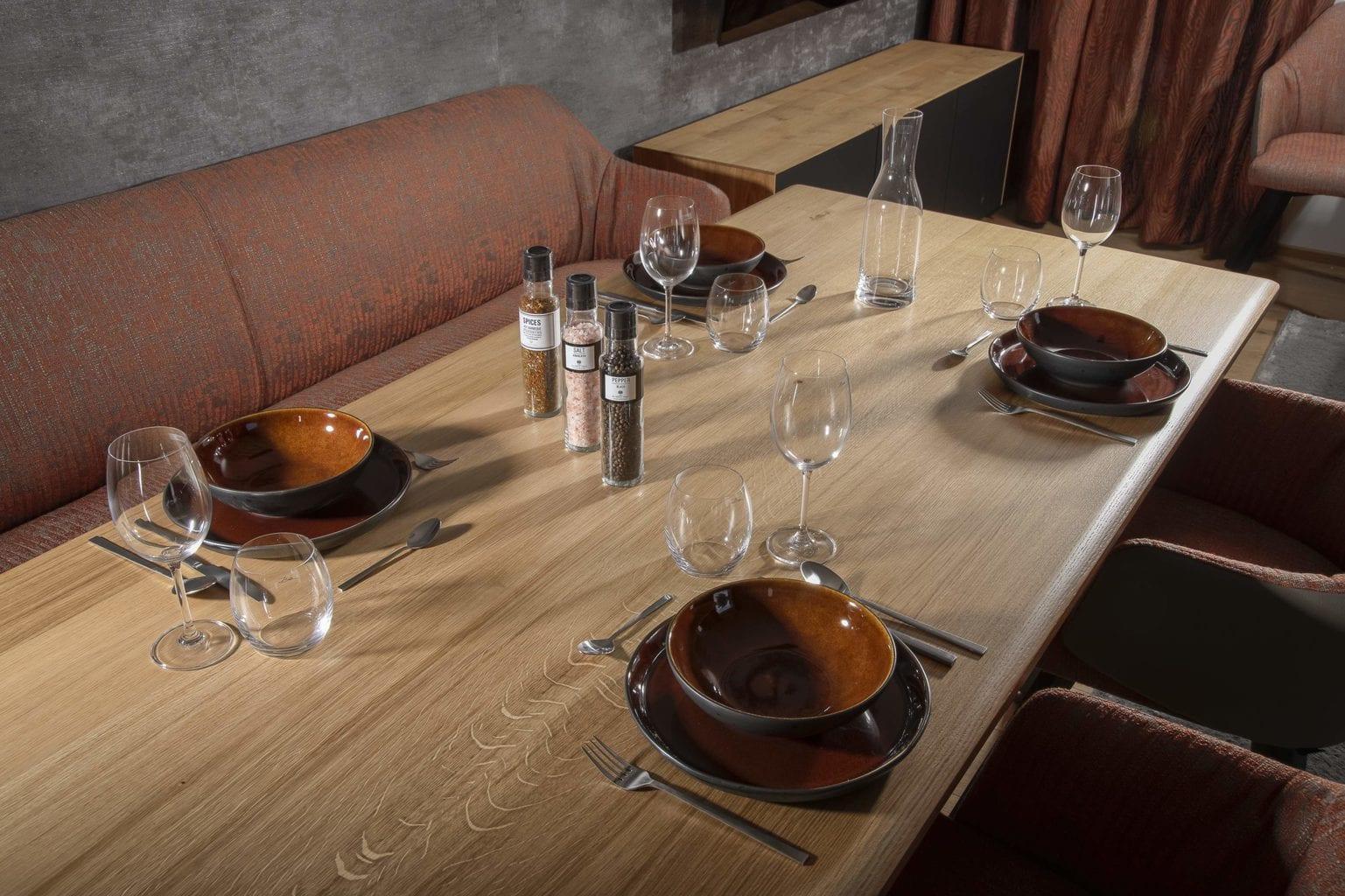 Gezellig gedekte dinertafel in vakantiepark R6 aan de Tegernsee