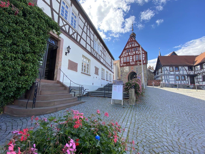 Vakwerkhuizen op de marktplaats van het Hessische stadje Oberursel
