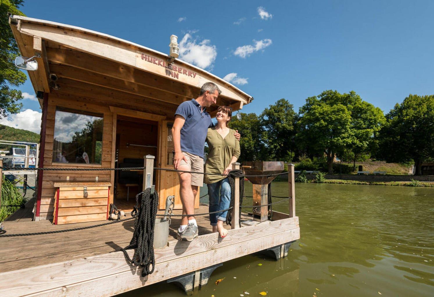 Slapen op een huisboot op de Lahn behoort tot de ongewone accomodaties in Rijnland-Palts