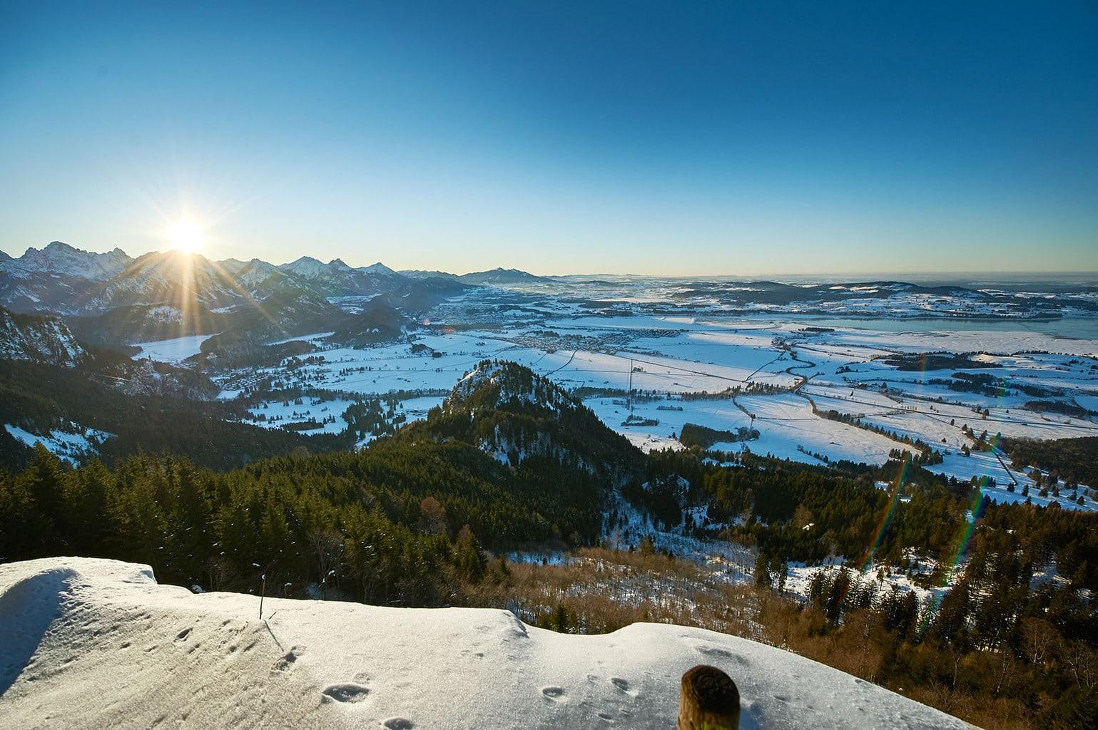 Briljant winterlandschap met veel sneeuw in de Allgäuer Hörnerdörfer