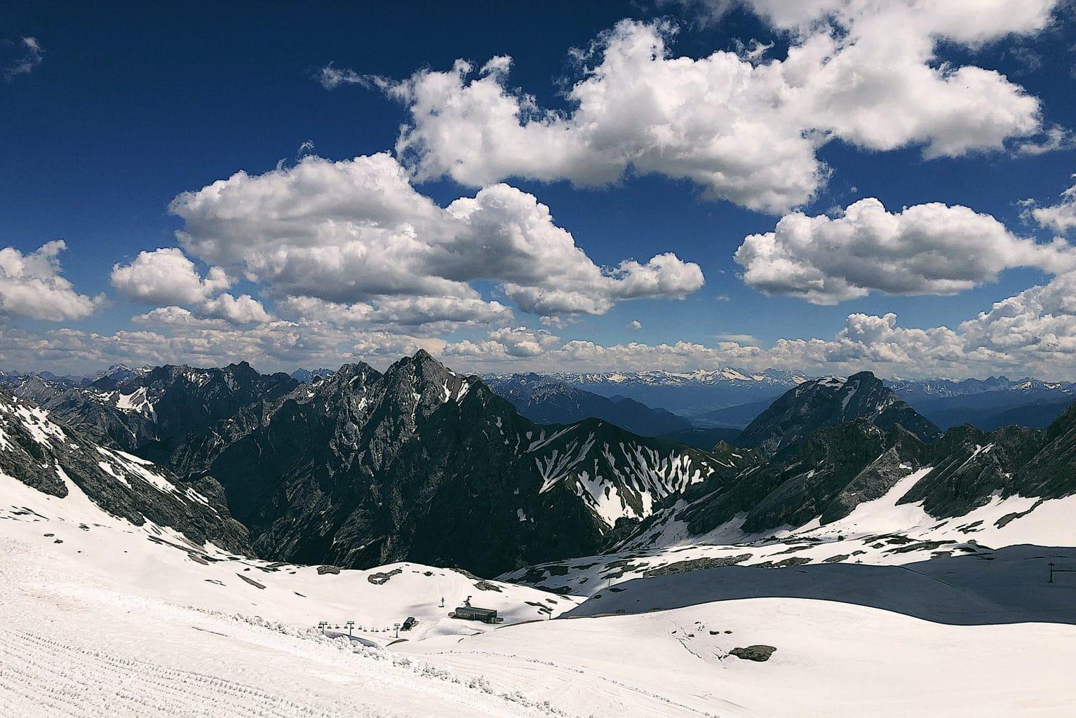 In de Alpen bij Garmisch Partenkirchen kun je skieën ondanks corona