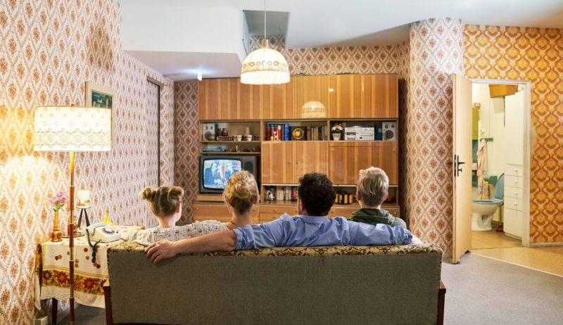 Een typische woonkamer uit het tijdperk van de DDR zoals je het kan zien in het DDR museum in Berlijn