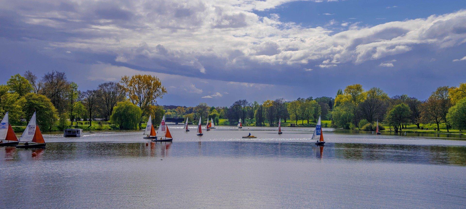 Zeilbootjes op de Aasee bij Muenster