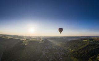 ballonvaart over de swabische alb bij Münsingen in Baden-Württemberg met Rudi Fuchs