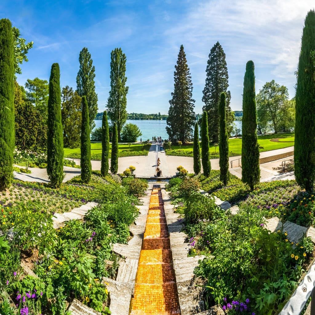 Deze Tuin op het bloemeneiland Mainau in de Bodensee ziet er uit als in Italie