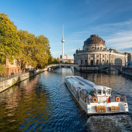 Bootstocht op de Spree in Berlijn met museumeiland en televisietoren