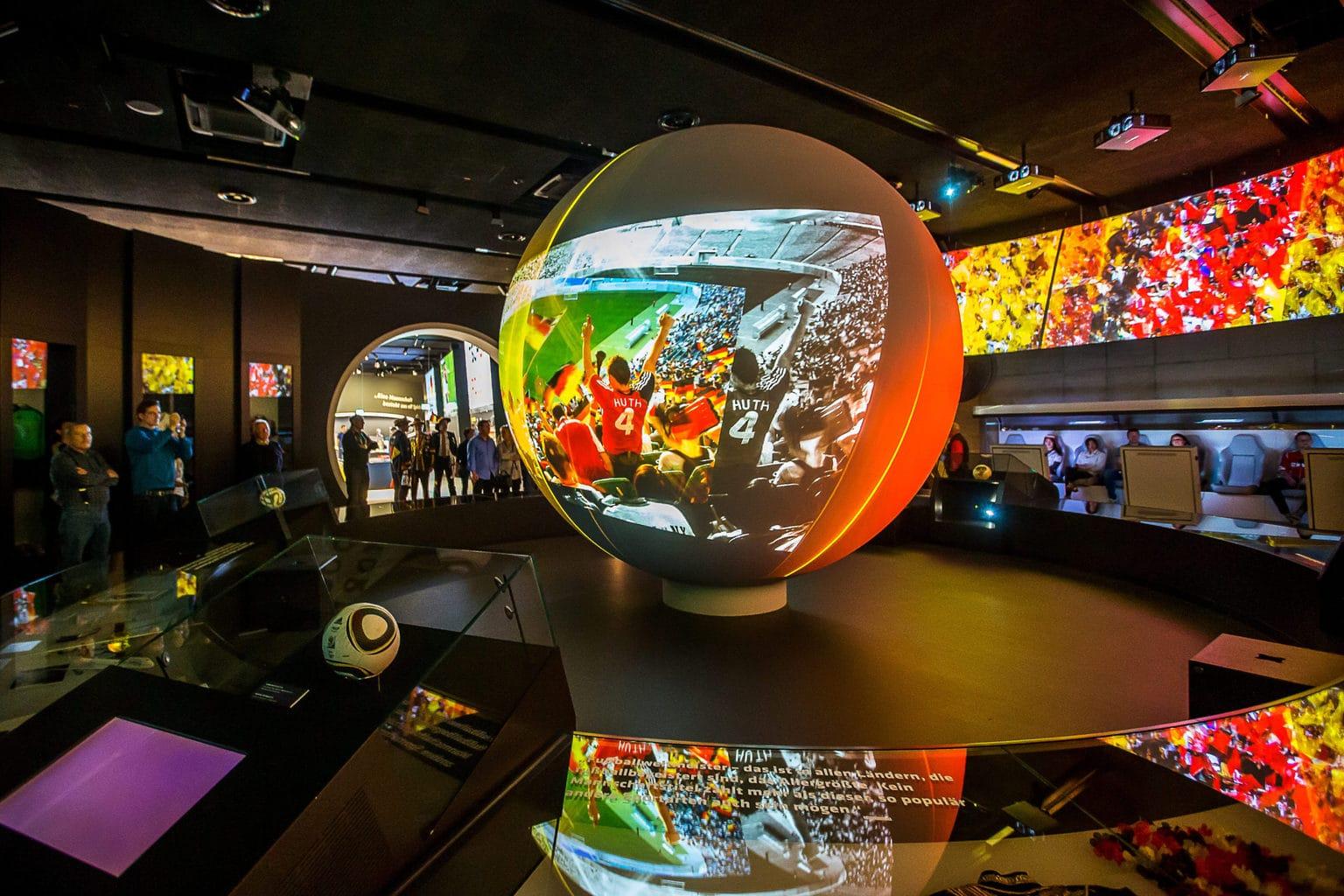 Multimedia display in het voetbalmuseum in Dortmund