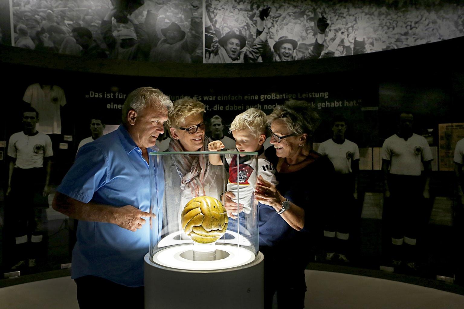Voetbal van het wonder van Bern in het Duits voetbalmuseum