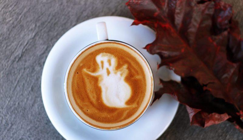 Een spook in een soep - teken dat Halloween in Duitsland nadert