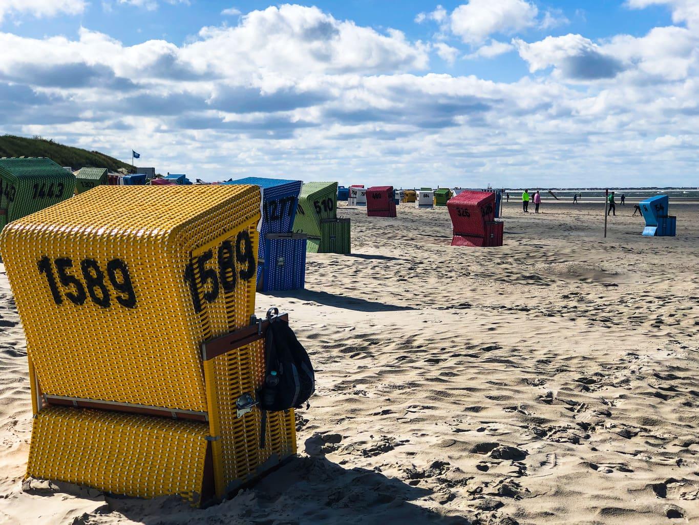 Strankorven op het strand van Langeoog aan de Duitse Noordzeekust