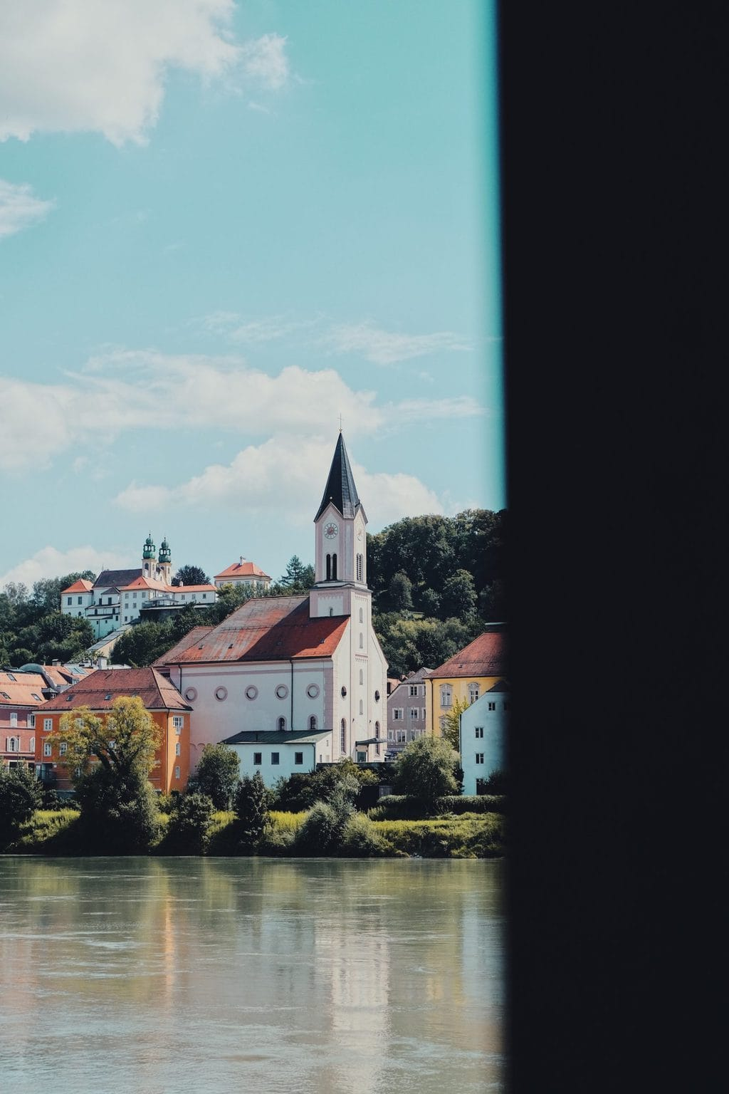 Water en oude gebouwen in Passau een van de groene steden van Oost-Beieren