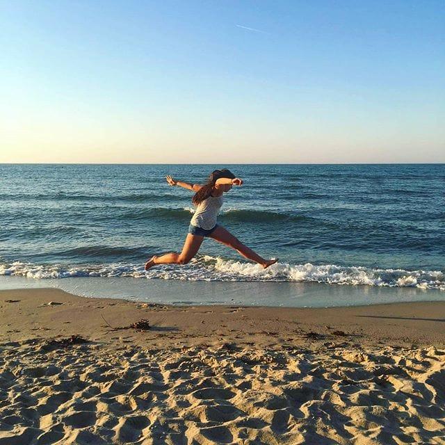 Waarschijnlijk wordt het deze zomer aan de Duitse stranden wat drukker dan de afgelopen jaren. Maar als je op zoek bent naar een rustig plekje aan zee hebben we een insidertip: Probeer het eens aan de Oostzee in Schwedeneck! 🌊🦀🌞⛱️ #vreugdesprongetje #strandvakantie #zininvakantie #zinin #reisinspiratie #oostzee #vakantieaanzee #duitsland #sleeswijkholstein  #vakantie #zomervakantie #geluksgevoel #genieten #aanrader #mooieplek #zomer2020 #schwedeneck